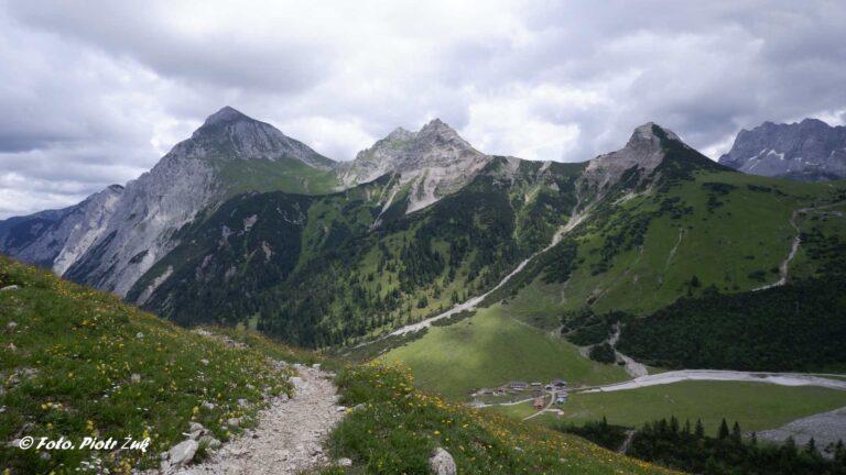 Alpy. Karwendel. Falkenhütte