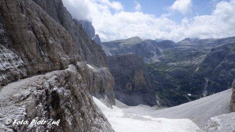 Dolomity. Strada degli Alpini